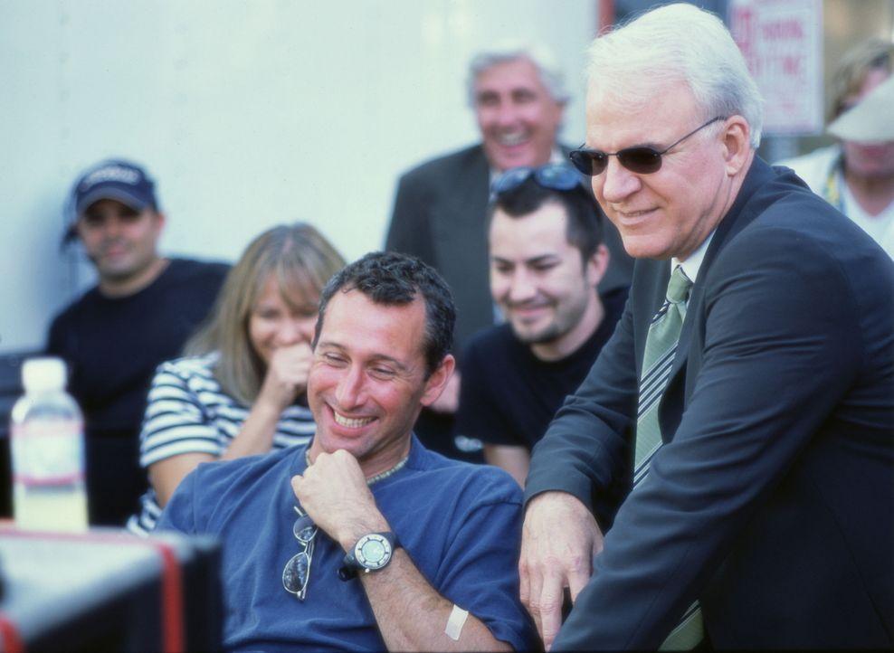 Drehpause: Adam Shankman, vorne l. und Steve Martin, r. - Bildquelle: Touchstone Pictures
