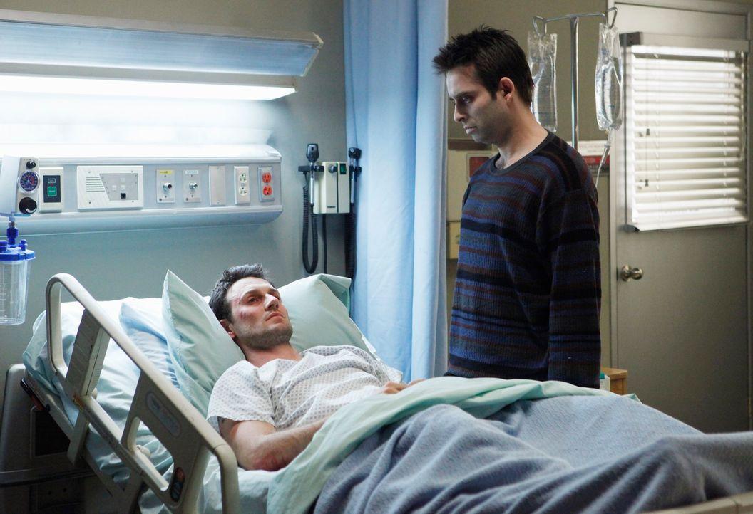 Der Geist von Vernon (Bruno Campos, r.) führt nichts Gutes im Schilde. Er will Robert Wharton (Josh Stewart, l.) dazu bringen, sich das Leben zu neh... - Bildquelle: ABC Studios