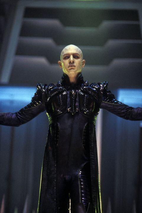 Auf Romulus angekommen, finden Captain Picard und seine Crew schnell heraus, um wen es sich bei dem neuen Prätor namens Shinzon (Tom Hardy) handelt... - Bildquelle: Paramount Pictures