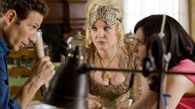 Jill Casey (Jill Flint, r.) ist gespannt, was Dr. Hank Lawson (Mark Feuerstei...