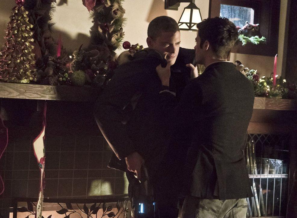 War Barrys (Grant Gustin, r.) Vertrauen in die gute Seite von Leonard Snart alias Captain Cold (Wentworth Miller, l.) zu groß? - Bildquelle: 2015 Warner Brothers.