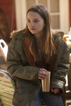 Justified - Nach dem Verschwinden ihres Vaters lebt die junge Loretta (Kaitly...