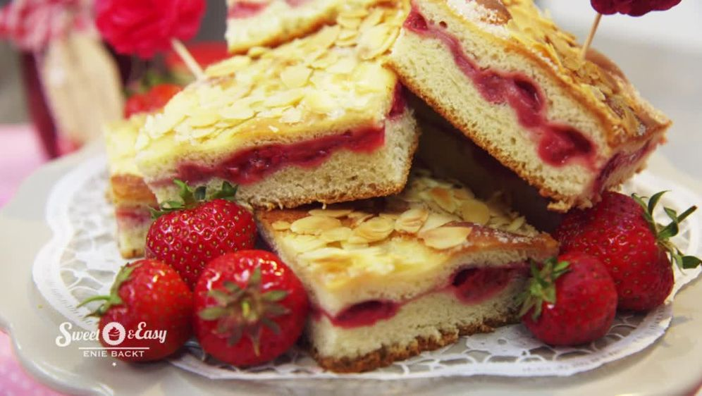Sweet Easy Enie Backt Gedeckter Butterkuchen Mit Erdbeeren Sixx