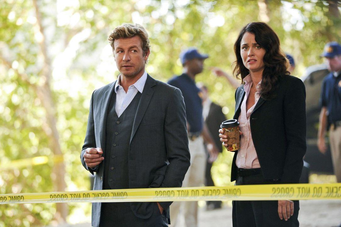 Müssen in einem neuen Fall tätig werden: Patrick (Simon Baker, l.) und Teresa (Robin Tunney, r.) ... - Bildquelle: Warner Bros. Television