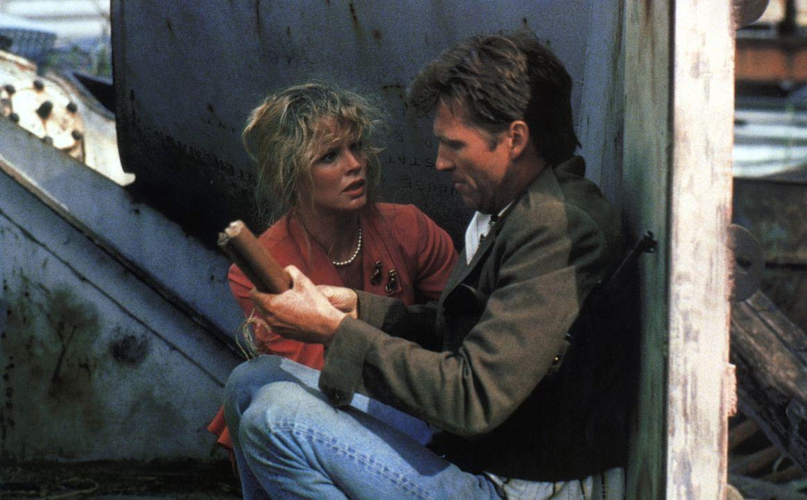 Im Kampf gegen die Gangster vergessen Nadine (Kim Basinger, l.) und Vernon (Jeff Bridges, r) ihre Eheprobleme ... - Bildquelle: CPT Holdings, Inc. All Rights Reserved.