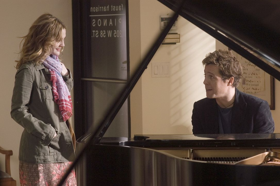 Um ein Comeback zu starten, erhält Alex (Hugh Grant, r.) die Möglichkeit für ein Popsternchen Namens Cora Corman einen Song zu schreiben, nur lei... - Bildquelle: Warner Bros.