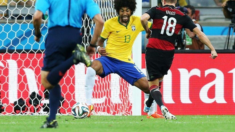 Kroos bezwingt Dante und trifft für Deutschland - Bildquelle: FIRO SPORTPHOTOFIRO SPORTPHOTOSID