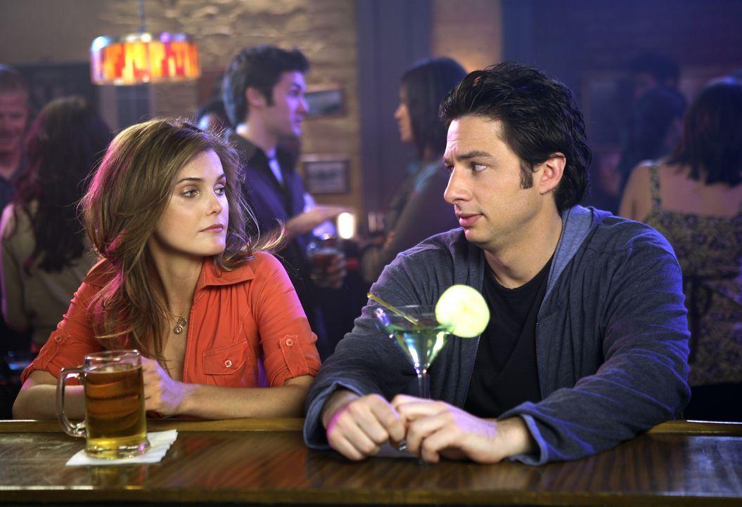 Weil J.D. (Zach Braff, r.) mit Elliotts Freundin Melody (Keri Russell, l.) nicht klar kommt, zettelt er einen Streit zwischen beiden an ... - Bildquelle: Touchstone Television