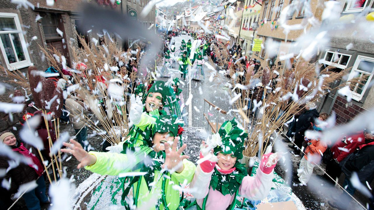 karneval-fasching-konfetti-10-02-13-dpa