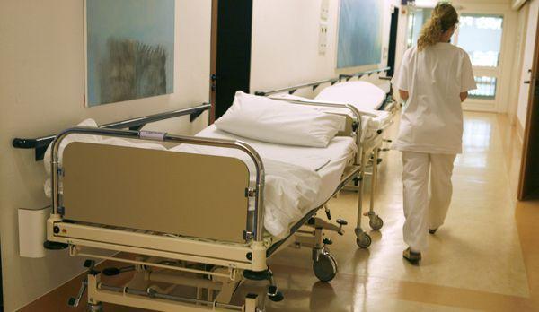 Versorgung rund um die Uhr - vom Doktor bis zur Nachtschwester. - Bildquelle: dpa