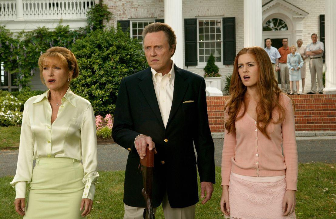 Finanzminister William Cleary (Christopher Walken, M.), seiner Frau Kathleen (Jane Seymour, l.) und Töchterchen Gloria (Isla Fisher, r.) können sich... - Bildquelle: Warner Bros. Television