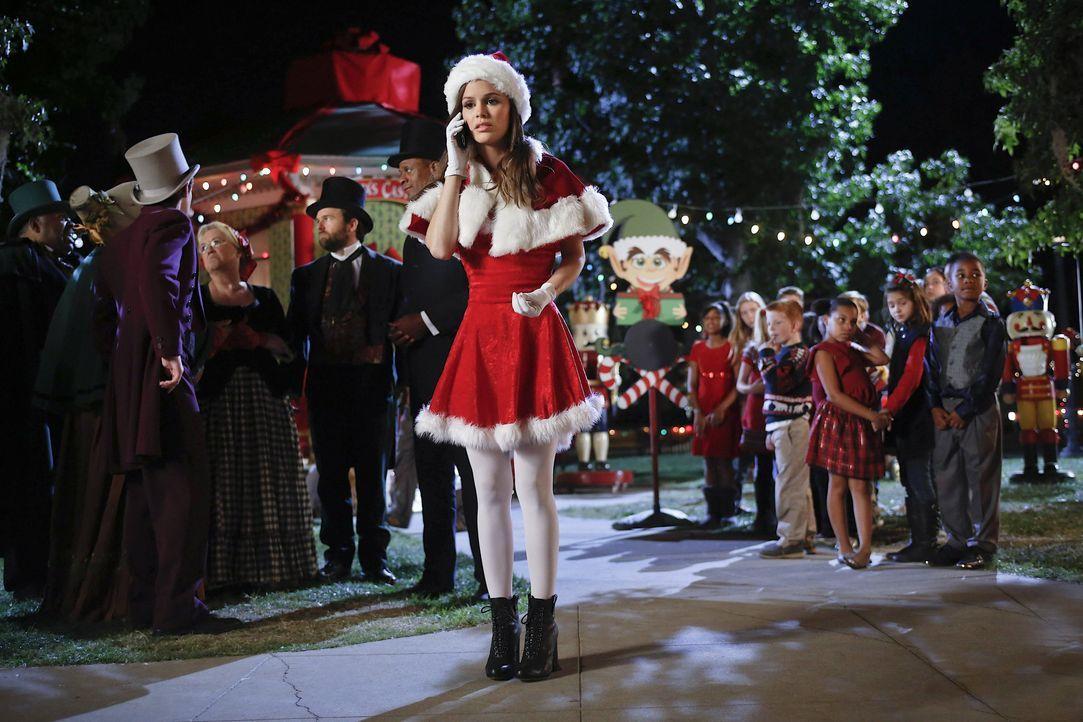 Zoe an Weihnachten in Bluebell - Bildquelle: Warner Bros.