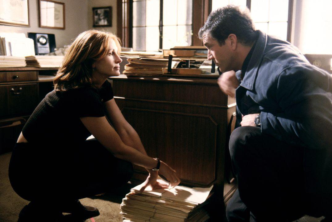 Einst hatte Fletcher (Mel Gibson, r.) Alices (Julia Roberts, l.) sterbendem Vater versprochen, auf dessen Tochter aufzupassen. Doch zunächst will di... - Bildquelle: Warner Bros. Pictures