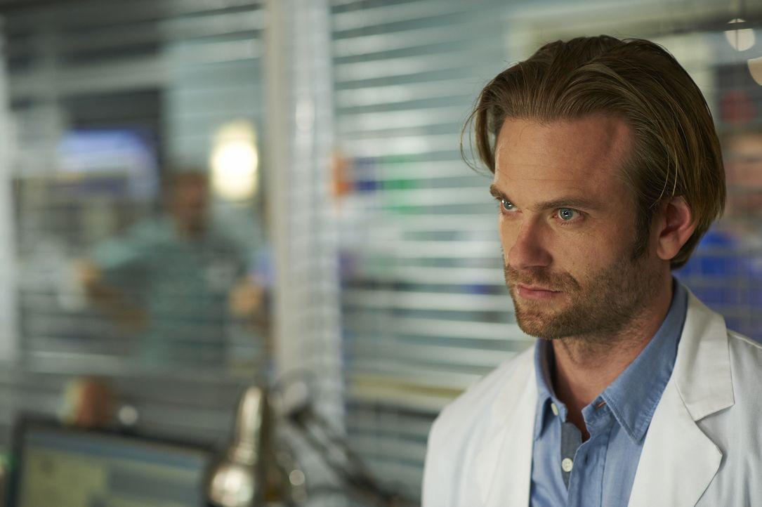 Wie fügt sich Dr. Jason Kalfis (Eric Johnson) in die Gemeinschaft des Hope Zion Hospitals ein? - Bildquelle: 2013  Hope Zee Two Inc.