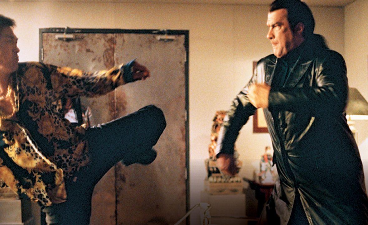 Ex-CIA-Agent Travis Hunter (Steven Seagal, r.) soll in Japan die Ordnung in den Reihen der Yakuza wieder herstellen. Den Älteren Yakuza-Mitgleidern... - Bildquelle: 2005 Sony Pictures Home Entertainment Inc. All Rights Reserved.