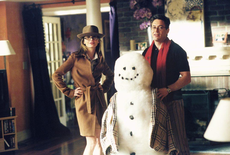 Ally (Calista Flockhart, l.) sieht Larry (Robert Downey Jr., r.) überall und plötzlich steht er leibhaftig bei ihr auf der Matte ... - Bildquelle: 2001 Twentieth Century Fox Film Corporation. All rights reserved.