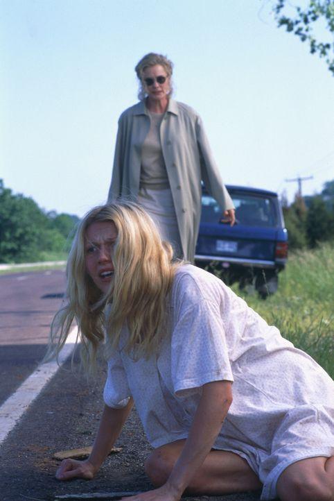 Hochschwanger versucht Helen (Gwyneth Paltrow, vorne) aus dem Haus ihrer Schwiegermutter Martha (Jessica Lange, hinten) zu flüchten - doch wird es... - Bildquelle: 1998 TriStar Pictures, Inc. All Rights Reserved.