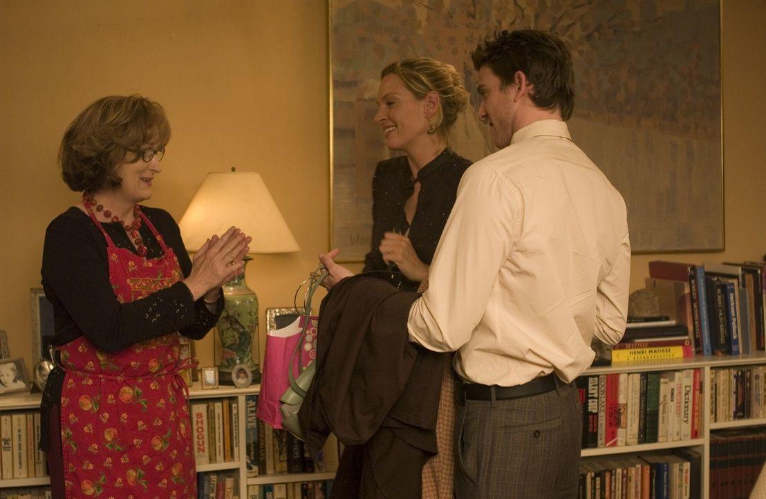 Trotz anfänglicher Schwierigkeiten gibt sich Psychotherapeutin Lisa Metzger (Meryl Streep, l.) alle Mühe, die Liebesbeziehung zwischen ihrem Sohn Da... - Bildquelle: TOBIS FILM