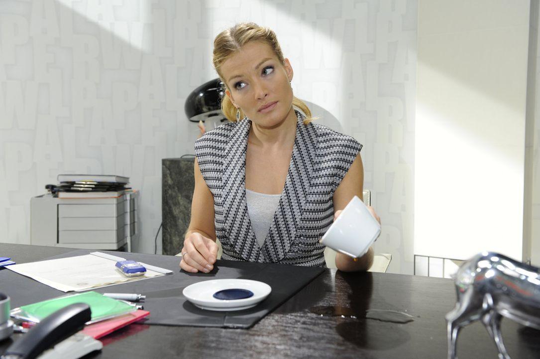 Spielt ein gemeines Spiel mit Mia: Annett (Tanja Wenzel) ... - Bildquelle: SAT.1