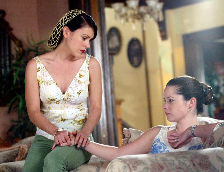 Sind besorgt: Phoebe (Alyssa Milano, l.) und Piper (Holly Marie Combs, r.) ... - Bildquelle: Paramount Pictures