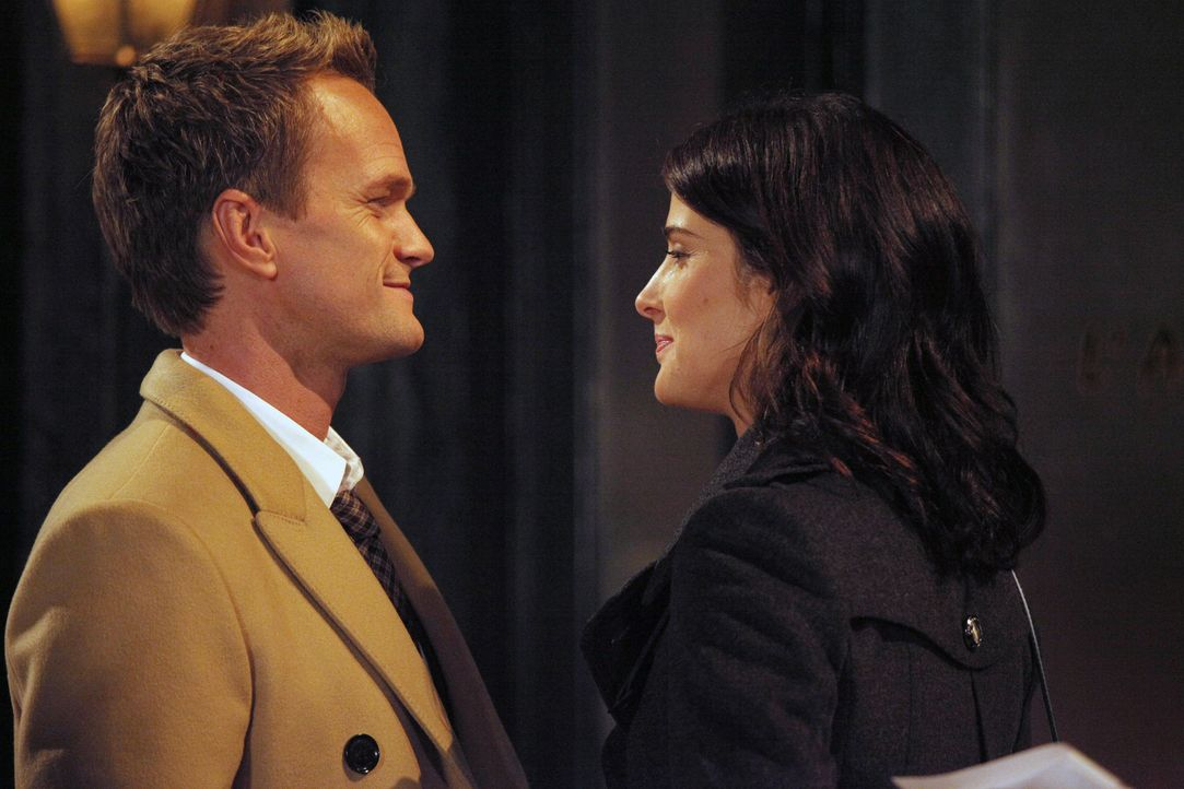 Während sich Lily und Marshall nach etwas Zeit sehnen, die sie alleine verbringen können, steht Barney (Neil Patrick Harris, l.) Robin (Cobie Smulde... - Bildquelle: 2012 Twentieth Century Fox Film Corporation. All rights reserved.