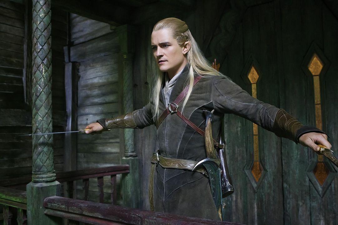 Der Bogenschütze Legolas (Orlando Bloom) nimmt Bilbo und die Zwerge gefangen, woraufhin sie in den Kerkern der Elbenburg landen. Können sich die Gef... - Bildquelle: 2013 METRO-GOLDWYN-MAYER PICTURES INC. and WARNER BROS. ENTERTAINMENT INC.