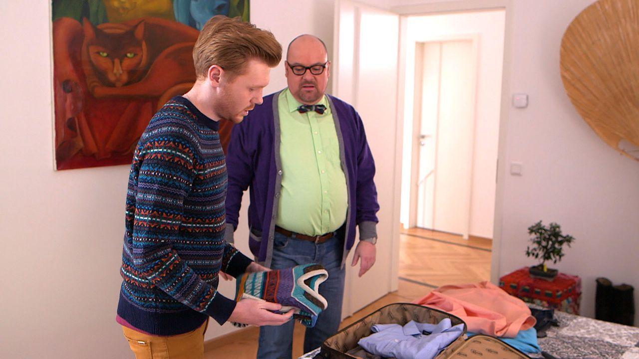 Um Hennings Bruder Jaques zu entkommen, verreisen Henning (l.) und Olaf (r.) spontan ... - Bildquelle: SAT.1