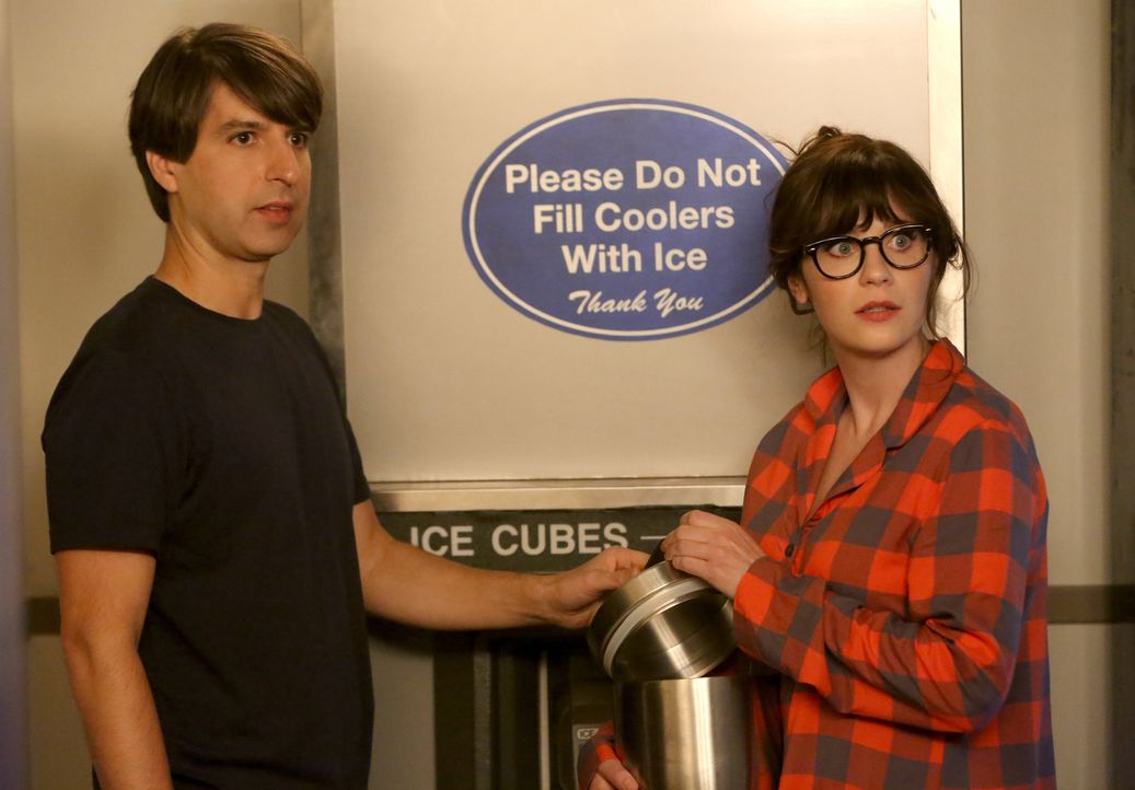 Für den Geschworenen 237B (Demetri Martin, l.) hätte Jess (Zooey Deschanel, r.) beinahe ihre ganze Geschworenentätigkeit hingeworfen ... - Bildquelle: Patrick McElhenney 2016 Fox and its related entities.  All rights reserved.