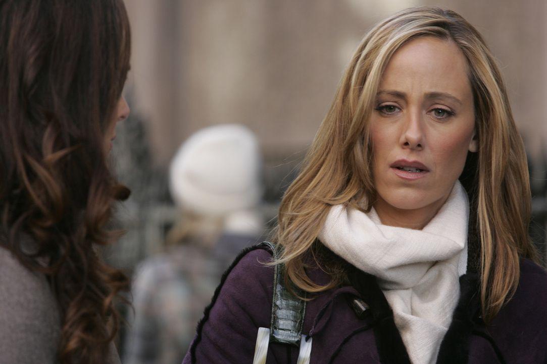 Während sie sich mit Kirby zu einem Schäferstündchen trifft, erleidet Nicos (Kim Raver) Mann Charles einen Herzinfarkt erlitten. Sie eilt sofort ins... - Bildquelle: 2004 NBC, Inc.