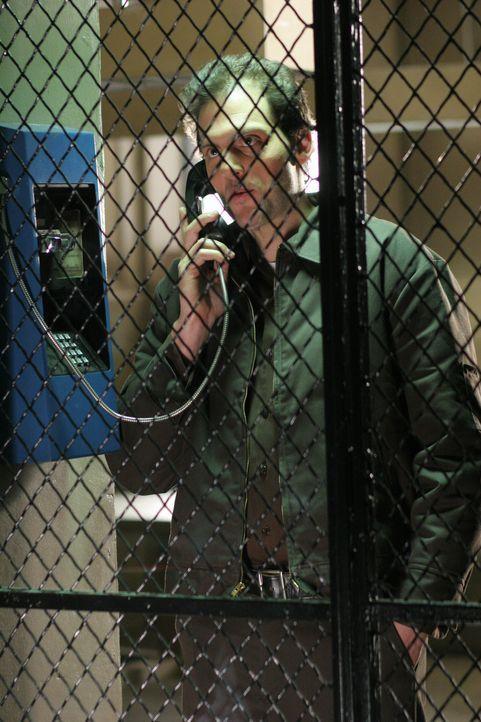 James Hogan (Silas Weir Mitchell), wegen Mordes an seiner Großmutter im Gefängnis, hat von einem Mithäftling etwas äußerst interessantes erfahr... - Bildquelle: Warner Bros. Television