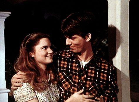 Die Waltons - Kathy (Jennifer Jason Leigh, l.) behauptet, dass sie von Jim Bo...