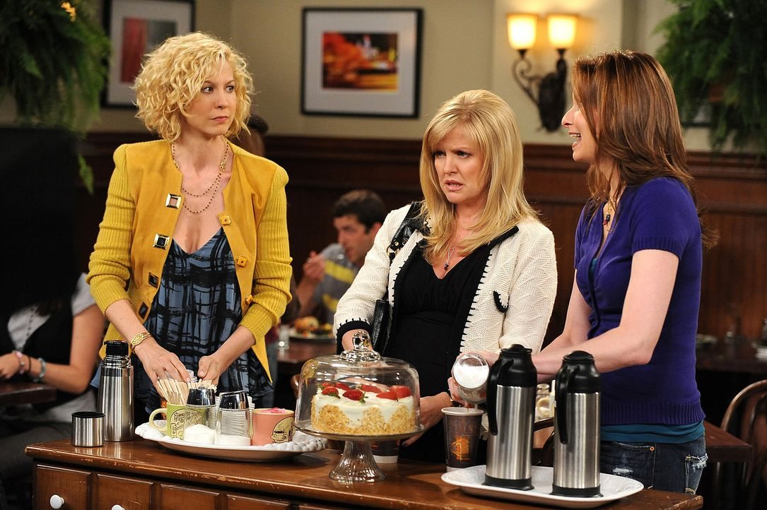 Gemeinsam wollen Billie (Jenna Elfman, l.), Olivia (Ashley Jensen, M.) und Abby (Lennon Parham, r.) mehr über Zack herausfinden ... - Bildquelle: 2009 CBS Broadcasting Inc. All Rights Reserved