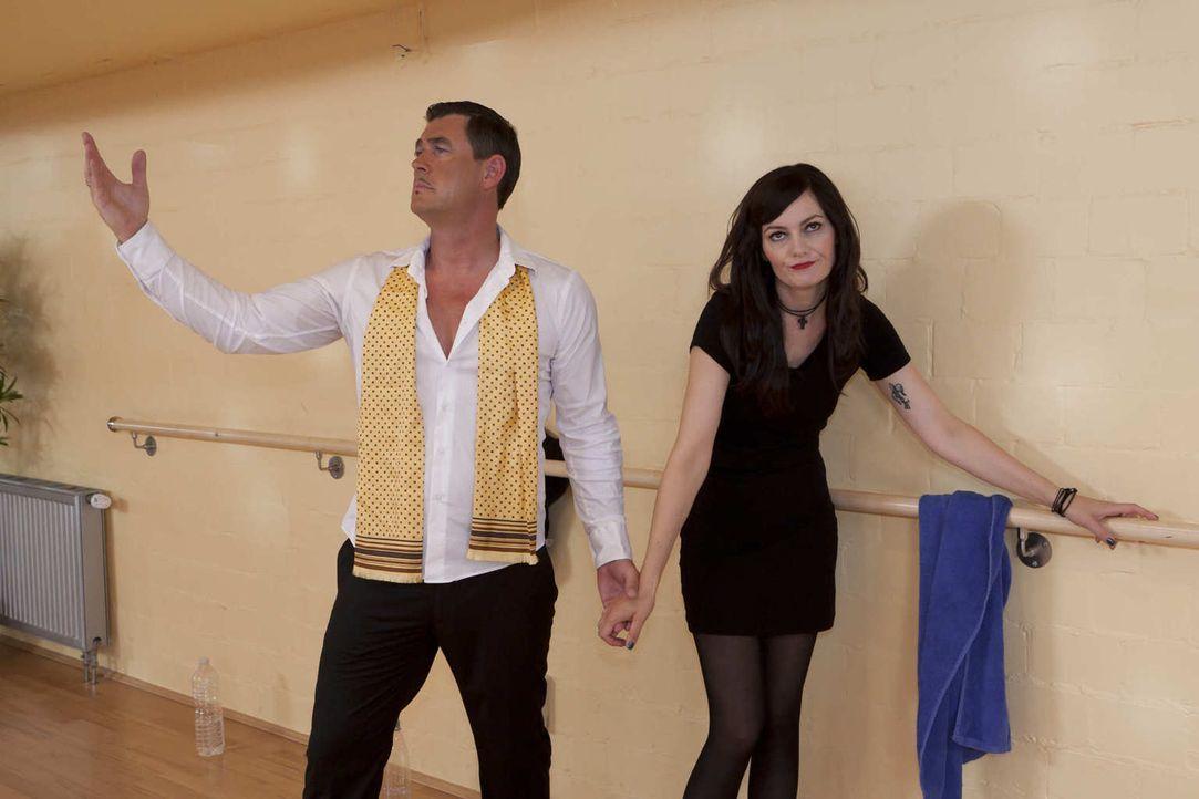 (5. Staffel) - Let's Dance: Lena Meyer-Landruth (Martina Hill, r.) hat keinen Bock, mit Pierre (Michael Müller, l.) zu tanzen ... - Bildquelle: Kai Schulz ProSieben