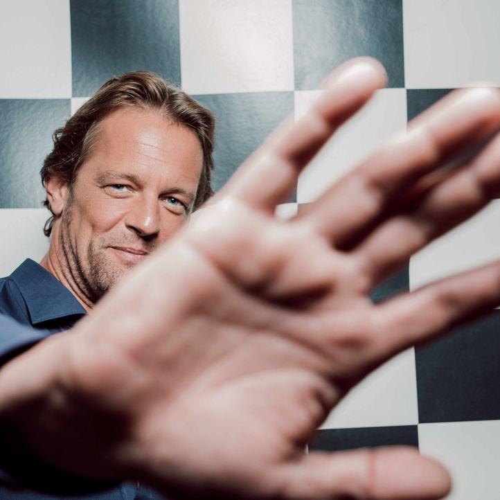 Steffen von der Beeck Hand - Bildquelle: SAT.1/Arne Weychardt