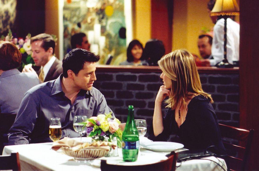 Joey (Matt LeBlanc, l.) hat sich dazu bereiterklärt, mit Rachel (Jennifer Aniston, r.) auszugehen ... - Bildquelle: TM+  WARNER BROS.