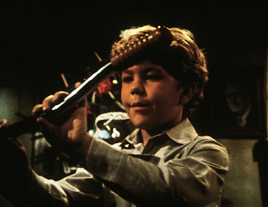 """Um den gemeinen """"ehrlichen Eddie"""" zu erweichen, nicht immer seine Mitmenschen zu malträtieren, entführt ihn Jonathan in seine Kindheit. - Bildquelle: Worldvision Enterprises, Inc."""