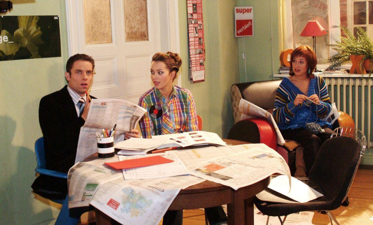 Zum Erstaunen von Hannah (Laura Osswald, M.) setzt Yvonne (Bärbel Schleker, r.) Max (Alexander Sternberg, l.) eine Frist, in der er eine Wohnung ge... - Bildquelle: Monika Schürle Sat.1