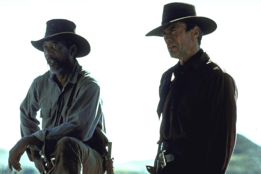 Munny (Clint Eastwood, r.) soll sich auf die Suche nach zwei Cowboys machen, die eine Prostituierte mit einer Rasierklinge brutal verstümmelt haben.... - Bildquelle: Warner Bros.