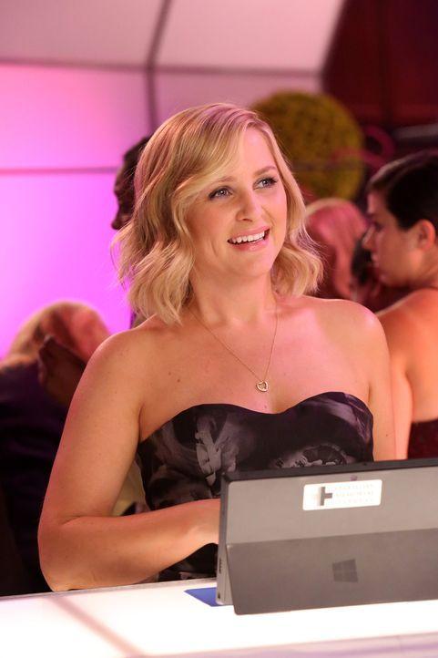 Als Arizona (Jessica Capshaw) auf der Spendengala erfährt, dass sie von Callie verleugnet wird, ist sie zutiefst gekränkt ... - Bildquelle: ABC Studios