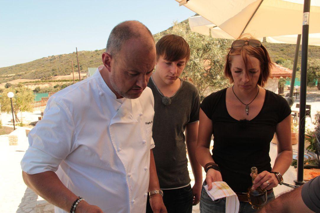"""In """"Rosin weltweit - Andere Länder, andere Fritten"""" greift Frank Rosin (l.) deutschen Auswanderern unter die Arme, deren Traum vom eigenen Restauran... - Bildquelle: kabel eins"""