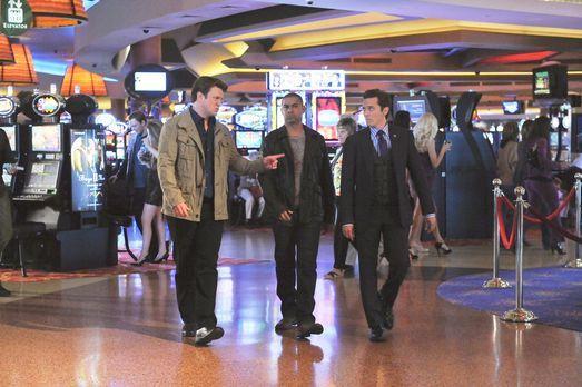 Castle - Richard Castle (Nathan Fillion, l.) begleitet Javier Esposito (Jon H...