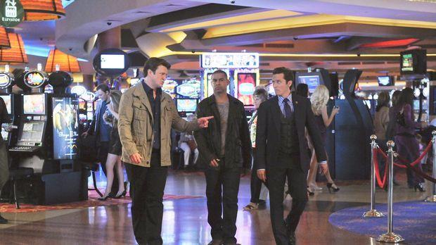Richard Castle (Nathan Fillion, l.) begleitet Javier Esposito (Jon Huertas, M...