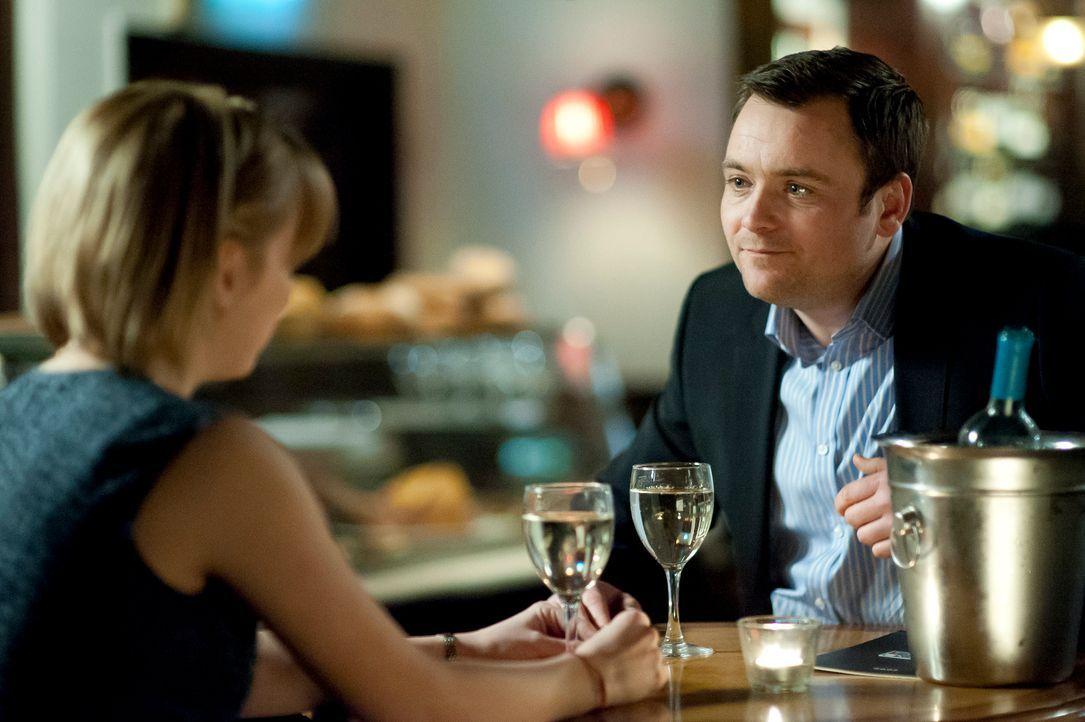Bei ihrem ersten Date lernen sich Jenny (l.) und Nick (r.) ein bisschen besser kennen, müssen aber zugleich feststellen:  Zu viel Wissen kann auch s...