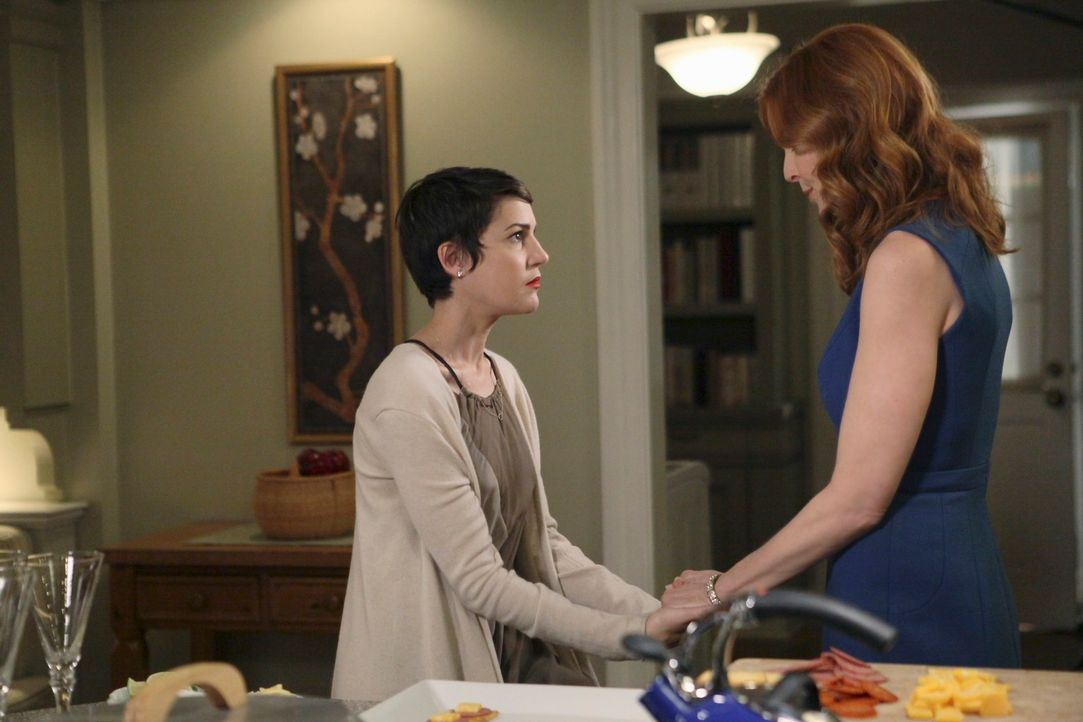 Während sich M.J.s Trauer über den Tod seines Vaters in Wutausbrüchen äußert, trifft Bree (Marcia Cross, r.) auf ihre Schwiegertochter in spe, Mary... - Bildquelle: ABC Studios