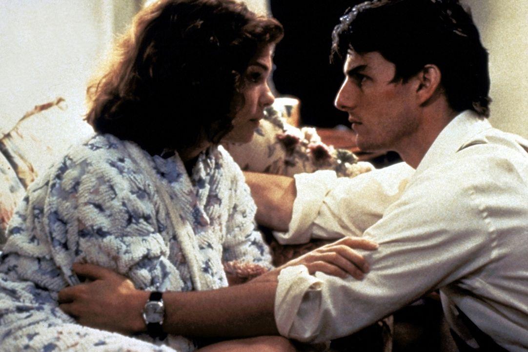 Eigentlich will Mitch (Tom Cruise, r.) seine Frau Abby (Jeanne Tripplehorn, l.) nicht mit seinen furchtbaren Befürchtungen belasten. Doch dann wird... - Bildquelle: Paramount Pictures