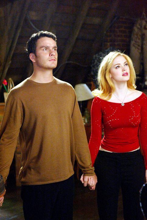 Bei einem Aushilfsjob lernt Paige (Rosa McGowan, r.) Richard (Balthazar Getty, l.) von der anderen Seite kennen, der einzige aus seiner Familie, der... - Bildquelle: Paramount Pictures.