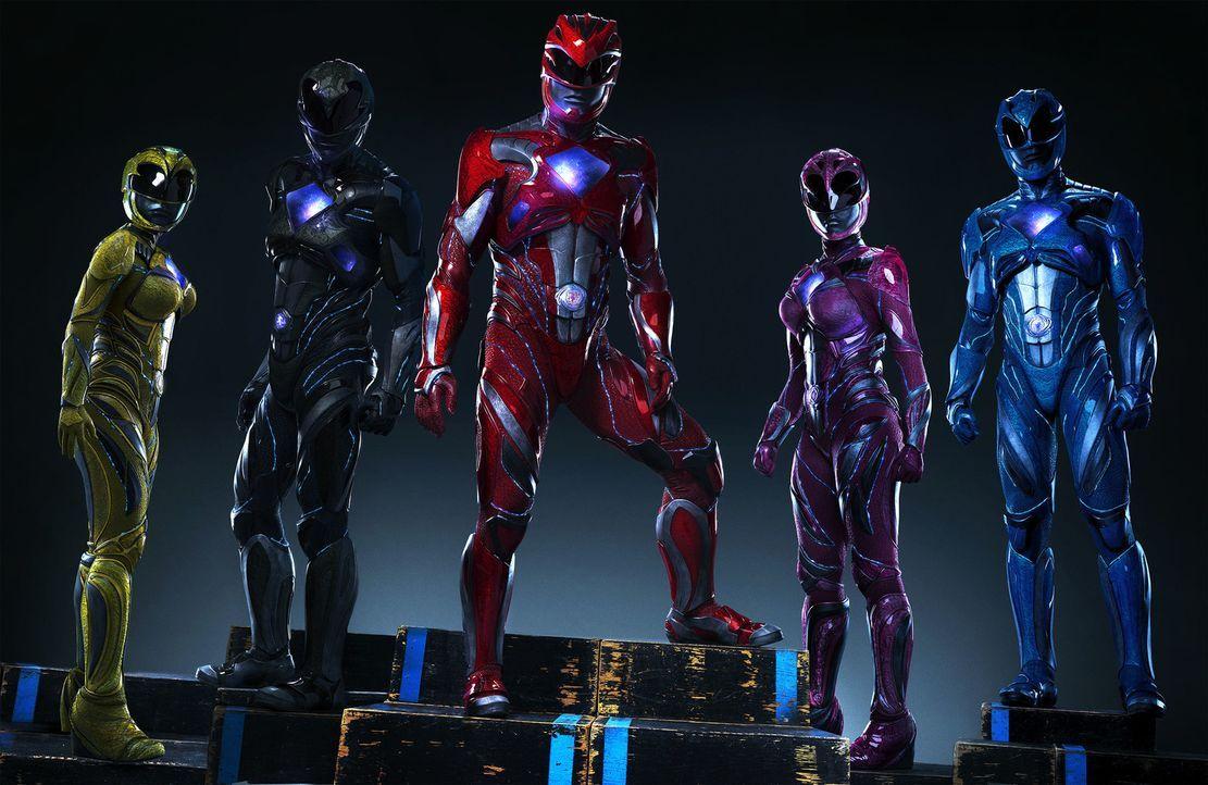 (v.l.n.r.) Yellow Ranger (Becky G), Black Ranger (Ludi Lin), Red Ranger (Dacre Montgomery), Pink Ranger (Naomi Scott), Blue Ranger (RJ Cyler) - Bildquelle: 2017 SCG Power Rangers LLC.  All Rights Reserved.