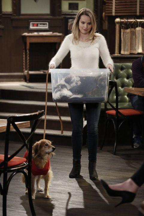 Candace (Bridgit Mendler) erfährt, dass ihr Hund Nachwuchs gezeugt haben könnte, während Shelly Weihnachtsstimmung verbreiten möchte ... - Bildquelle: Warner Brothers