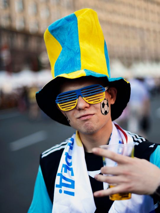 schweden-fan-12-06-12-AFP - Bildquelle: AFP