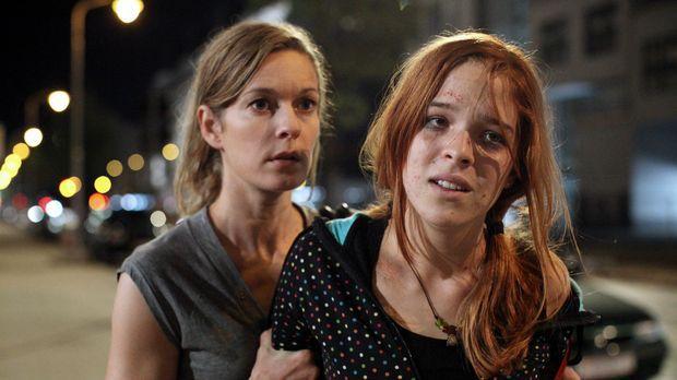 Meine Tochter nicht! - Verzweifelt versucht Maria (Lisa Martinek, l.) ihre To...